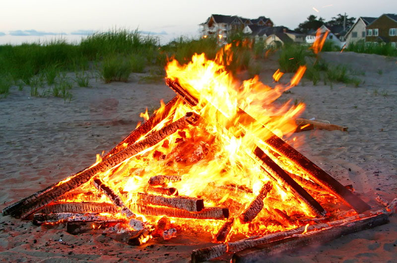 For many long-time vacationers, having a bonfire or a fire pit on the beach  is a family tradition that begins a weeklong stay at the shore, caps off  the end ... - Beach Bonfires - OuterBanks.com