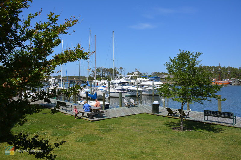 Manteo's waterfront marina is a great picnic spot