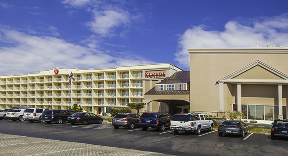 A Standout Amongst Hotels In Nags Head Nc Ramada Plaza Beach On The Outer Banks Is Relaxing And Scenic With Chairs Umbrellas Available For You